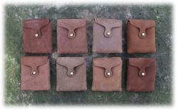mittlereeckigeguerteltaschenbruntoene.jpg