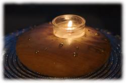 olivenholzfreifornteelichthaltermitmessingverzierungen01.jpg