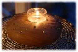 olivenholzfreifornteelichthaltermitmessingverzierungen03.jpg