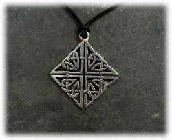 amulettkeltischemysterienfionn.jpg