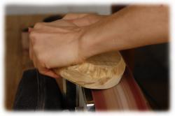 olivenholzkieselteelichthaltermitmessingeinlagen06.jpg
