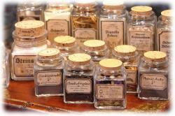 alchemistenflaeschchenmitetiketten01.jpg