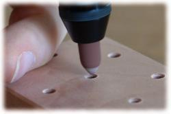 birnenholzwerkzeughalterloecherentgraten.jpg